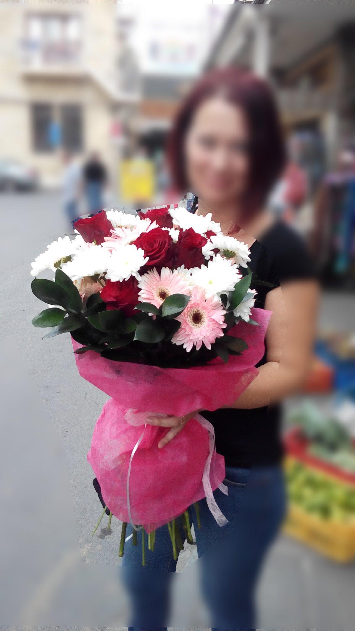 Фото девушек с хризантемами в