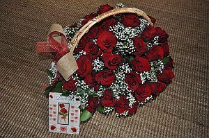 Корзина из 49 красных роз